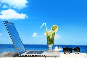 Laptop cocktail beach